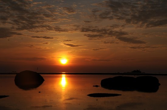 Bintan Cabana Beach Resort: Magical sun rise