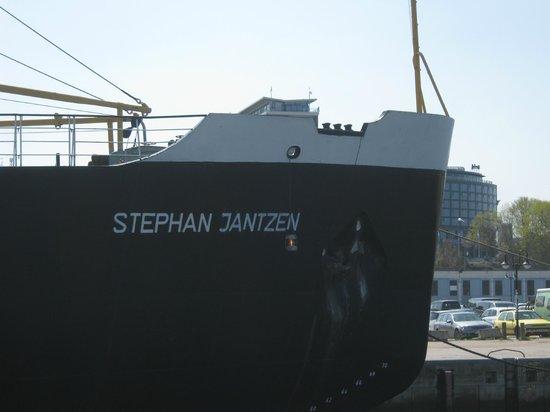 Eisbrecher Stephan Jantzen im Stadthafen Rostock: Es könnte so schön sein.