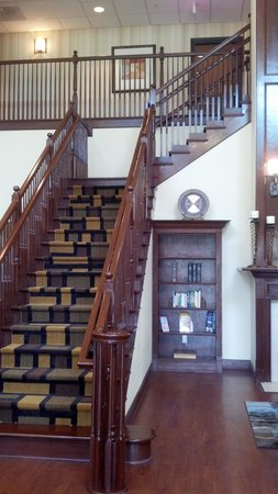 Best Western Plus First Coast Inn & Suites: staircase at the entrance