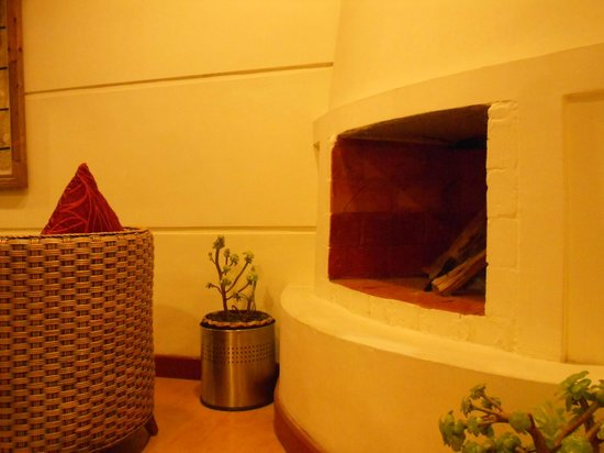 Quality  Inn Sabari Resorts: reception - area -  fireplace.