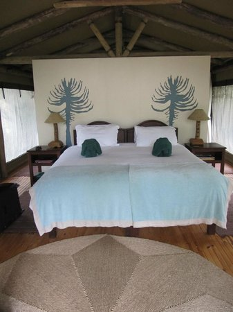 Sibuya Game Reserve & Tented Camp: Comfortable bed