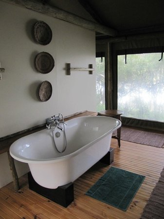 Sibuya Game Reserve & Tented Camp: Nice bath.