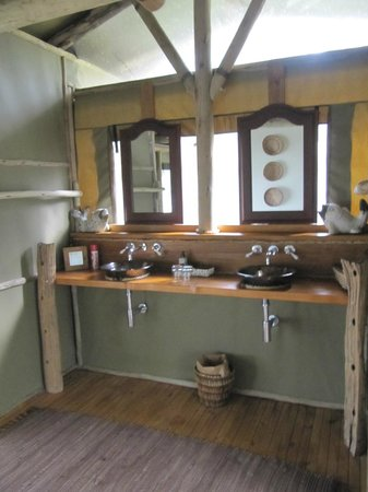 Sibuya Game Reserve & Tented Camp: Bathroom
