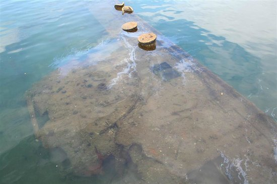 Partial view of the underwater portion of the USS Arizona ...