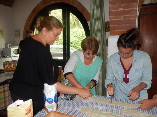 Casa Bini: Making pasta with Rose and Lucia