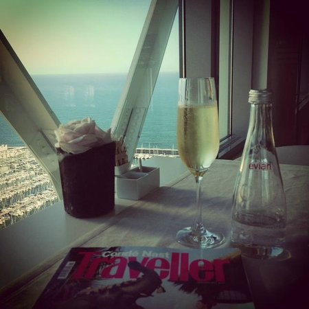 Hotel Arts Barcelona: Enjoying champagne looking out over yachts