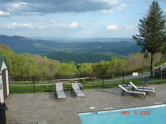 Switzerland Inn: scenic view from the pool area