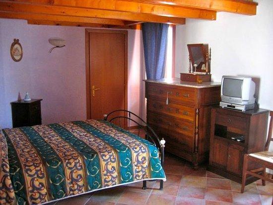 Dimora Al Castello: Bedroom