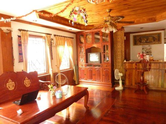 TT First House: lobby