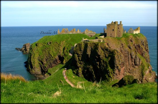 Stonehaven, UK: Dunnottar Castle from the entry