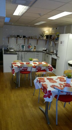 City Hostel: Kitchen