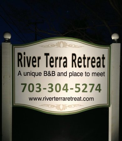 River Terra Retreat : The Welcome Sign