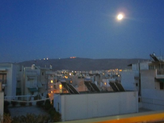 Divani Palace Acropolis: Overlooking athens on a full moon night