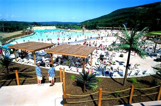 Camelbeach Mountain Waterpark Relax At The Sline Or Splash Into S Kahuna Lagoon Wave