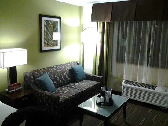 Holiday Inn Express San Diego South-National City: got a couch
