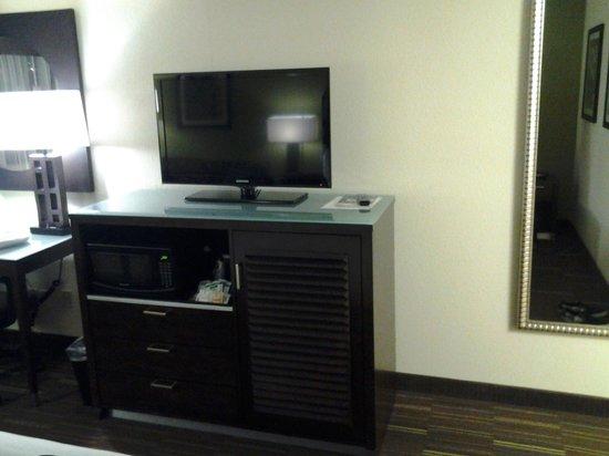 Holiday Inn Express San Diego South-National City: tv