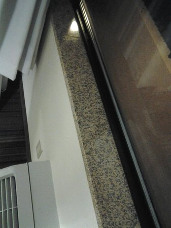 Holiday Inn Express San Diego South-National City: I appreciated the window sill