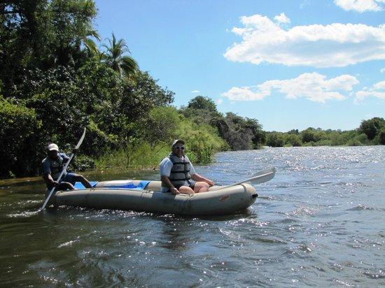 Royal Chundu Luxury Zambezi Lodges: Canoe trip along the Zambesi River