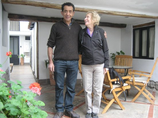 Second Home Cusco: Mi esposa con Carlos hall de entrada