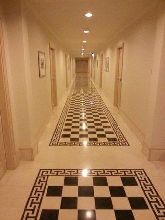 Raffles Grand Hotel d'Angkor: Corridors in Main Building