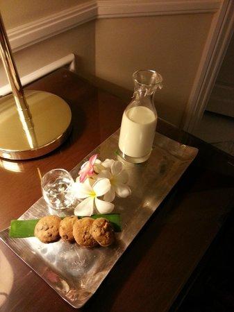 Raffles Grand Hotel d'Angkor: Turndown cookies and milk