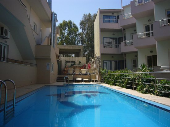 Zorbas Apartments: small pool