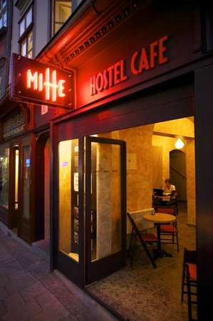 Hostel Cafe Mitte: Night lights of Mitte