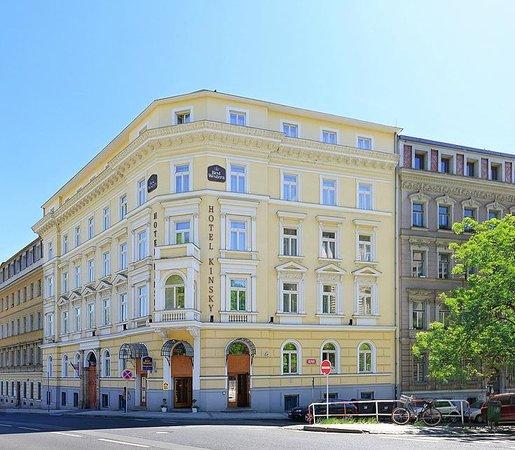 BEST WESTERN Hotel Kinsky Garden: hotel fron side