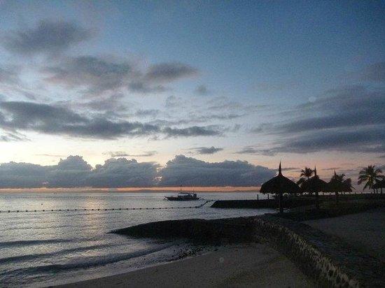 Pulchra: シーフロントジャグジーヴィラに泊まっていれば美しい夕日も見逃さずにすみます