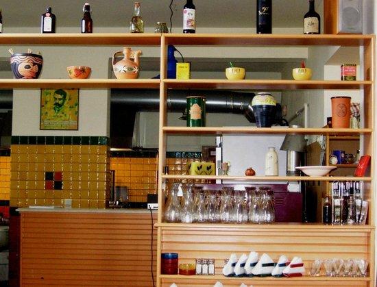 Axiotissa: Άποψη της κουζίνας από τη σάλα