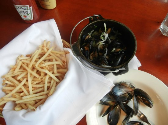 Mussels and fries at Prima Bistro's