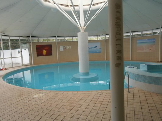 Bournemouth Sands Hotel: WESSEX HOTEL OVER THE ROAD 5 QUID DAY PASS