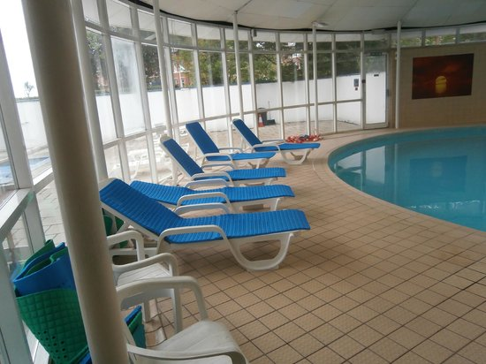 Bournemouth Sands Hotel: wessex over the road 5 quid day pass