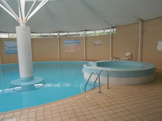 Bournemouth Sands Hotel : wessex pool over the road you can use day pass