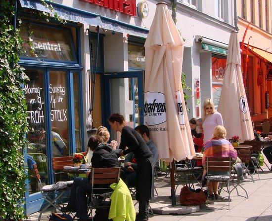Café / Restaurant Central: Terrasse