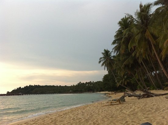 Shantaa Koh Kood: Beach  down below