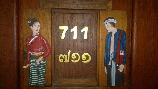 """Royal Phawadee Village: mein zimmer:""""seven-eleven""""-wie der shop!"""