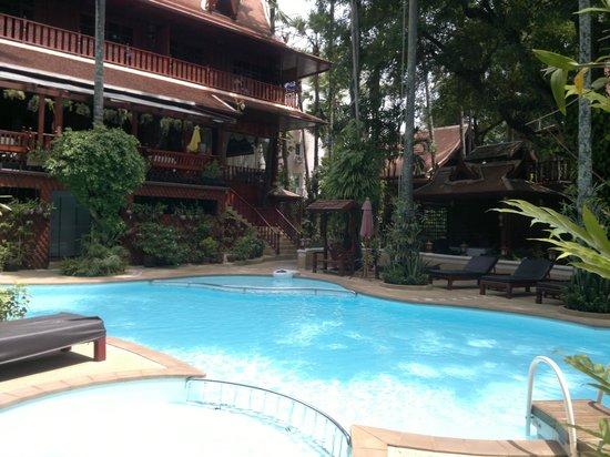 Royal Phawadee Village: kleiner,feiner pool