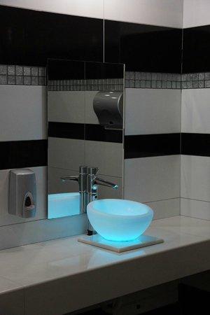 Atrium Platinum Hotel: WC beim Restaurant
