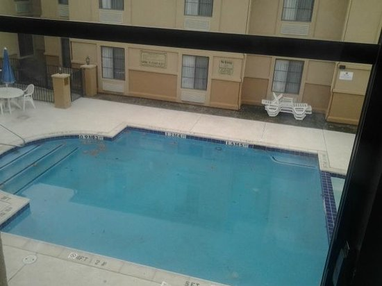 Comfort Inn & Suites DFW Airport South : Pool closed