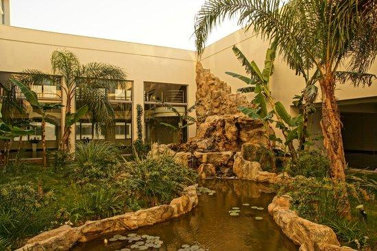 Atrium Platinum Hotel: kleine Oase im Hotel