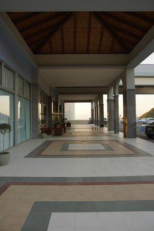 Atrium Platinum Hotel: Eingangbereich