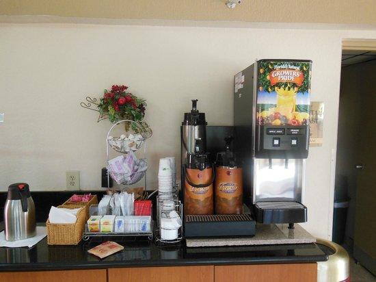 Days Inn & Suites Orlando/UCF Area Research Park : Breakfast Area
