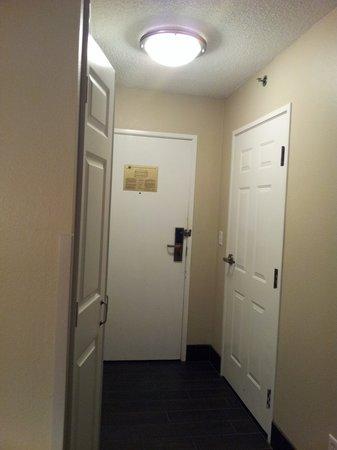 La Quinta Inn Sandusky - Cedar Point: Room Entryway
