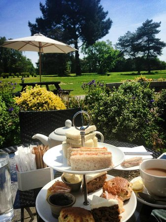 Meon Valley Marriott Hotel & Country Club: Zest Afternoon Tea on the terrace