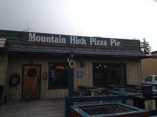 Mountain High Pizza Pie : Signage on Broadway