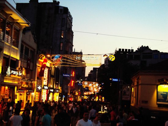 Istanbul Inn Residence: Taksim Square, the main shopping street at night. Right by the hotel, and contributes to the noi