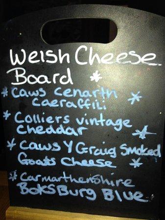 The Lodge Brecon B&B: Cheese board at local pub - The White Swan