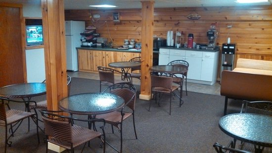 Bishops Country Inn Motel: Newly expanded breakfast room