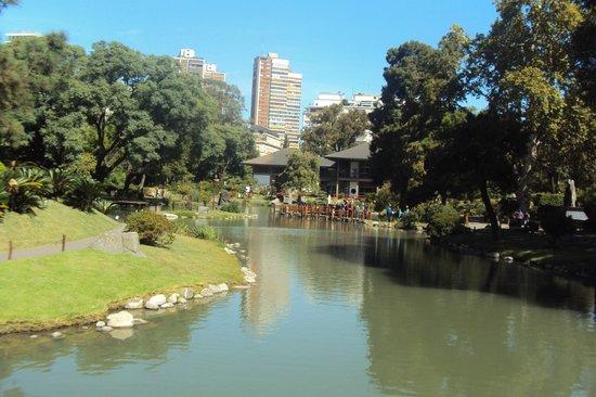 Foto de jardin japones buenos aires lagos artificiales for Jardines con lagos artificiales